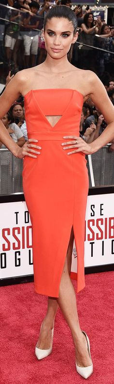 27 July Victoria's Secret Angel Sara Sampaio was stunning in a vibrant strapless dress at the Mission Impossible: Rogue Nation premiere in New York. White pumps, smoky eyes and a sleek ponytail completed her red carpet look.