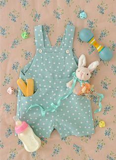 Patron gratuit pour coudre une salopette - Vlogs Tutorial and Ideas Baby Couture, Couture Sewing, Dress Couture, Sewing For Kids, Baby Sewing, Fabric Sewing, Baby Overall, Dress Tutorials, Sewing Patterns Free