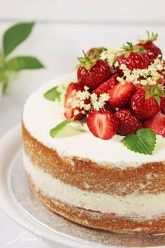 Erdbeer-Holunder Torte // Strawberry-Elderflower Cake