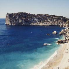 El azul es el color del verano y de nuestras mejores playas y calas como Cala Ambolo en Jávea/Xàbia (Alicante) @xabia_turisme @costablancaorg #Vacacionismo #Verano2015 #Paraíso #CaboLaNao #IslaDescubridor