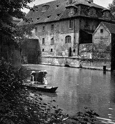 Kampa - na Čertovce pod Karlovým mostem Prague Czech, Old Paintings, History Photos, Romanesque, More Pictures, Czech Republic, Great Photos, Beautiful Places, Castle
