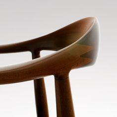 detail of the wood joints on a hans wegner chair Danish Modern Furniture, Scandinavian Furniture, Classic Furniture, Scandinavian Design, Plywood Furniture, Mcm Furniture, Chair Design, Furniture Design, Muebles Art Deco