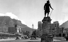 this must have been taken just prior or after the Royal visit to Cape Town.Check the temporary stands on both sides of Adderley street. Old Pictures, Old Photos, Cities In Africa, Most Beautiful Cities, My Land, Historical Pictures, African History, Vintage Photography, Cape Town