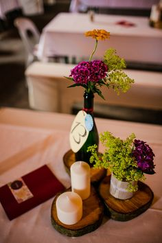 Wedding DIY - Centerpieces - table decoration cheap make yourself Wedding Table Flowers, Wedding Flower Decorations, Wedding Colors, Diy Centerpieces, Table Decorations, Happy Drink, Woodsy Wedding, Makati, Dinner Plates