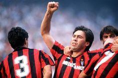 Von 1987 bis 1992 spielte Ancelotti für den AC Mailand. Er war Teil der...