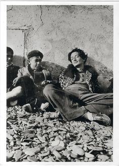 Salvador Dalí, en una foto desconocida y sin datar, muy lejos de sus estudiados posados posteriores. / ARCHIVO JAVIER RIOYO