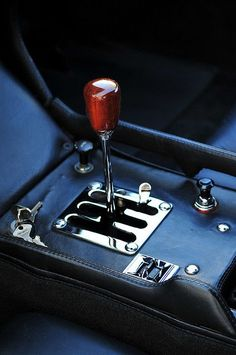 Lamborghini Miura Why don't manufacturers use gated shifters anymore? Maserati, Ferrari, Classic Sports Cars, Classic Cars, Peugeot 406, Porsche, Lamborghini Miura, E Type, Car Detailing