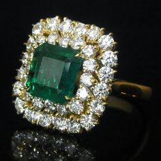 1.8ct Striking Emerald 1.95ct VS Diamonds 18k Gold Cocktail or