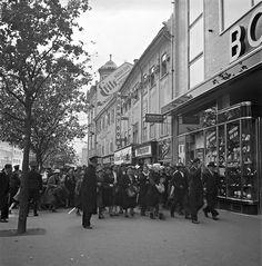 Otvorenie obchodného domu Bohuslav Brouk v Bratislave (1. septembra 1936, foto Viliam Malík) Na slávnostnom otvorení bola aj Lída Barrová - vlastným menom Ludmila Babková. Bratislava, Street View, Pictures