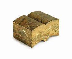 A SHAPED LACQUER BOX EDO PERIOD (19TH CENTURY)