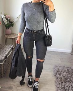 outfits simple 🖤🍂 I'm getting into these floor lay thingi. - 🖤🍂 I'm getting into these floor lay thingi. Winter Outfits For Teen Girls, Winter Fashion Outfits, Fall Winter Outfits, Autumn Winter Fashion, Spring Outfits, Early Fall Outfits, Fall Outfits For School, Heutiges Outfit, Outfit Goals