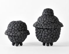 Black Ruby is a series of pots and bowls made from recycled rubber-powder. - Debbie Wijskamp #design