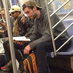 Instagram-Account-Shares-Hot-Dudes-Reading-Books Guys Read, Dive Bar, Camo Hats, Nyc Subway, Man Images, Books For Boys, Man Crush, Books To Read, Reading Books