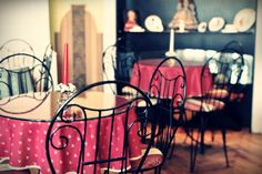 Cute chairs and table cloths Cafe Design, Cloths, Chairs, Cute, Table, Drop Cloths, Cafeteria Design, Kawaii, Tables