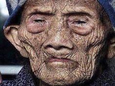 Homem mais velho do mundo de 256 anos quebra o silêncio antes de morrer e revela seus segredos ao mundo!