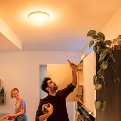Philips Hue LED-Deckenleuchte Flourish, weiß, White and Color Ambiance Philips Hue, Flourish, Color, Luminous Flux, Ceiling Lights, Things To Do, Corning Glass, Colour, Colors