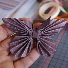 Como fazer borboletas de papel para cartões, embalagens de presente e lembrancinhas variadas ~ VillarteDesign Artesanato  I love these pretty paper butterflies - lovely embellishment to any gift.