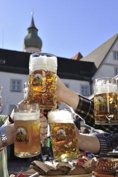 Bier und Oktoberfest gehören definitiv zusammen. In diesem Sinne: Prost!