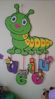 Cartpillar in green Preschool Classroom Decor, Preschool Learning, Art Classroom, Preschool Activities, Teaching, School Board Decoration, School Decorations, Decoration Creche, Art N Craft
