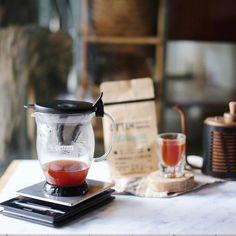 Seduh dulu sebelum bertualang di akhir pekan. Selamat pagi. #hario #pourover #ottencoffee #manualbrew http://ift.tt/20b7VYo