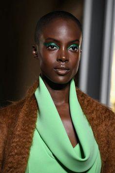💄Glamour Beauty💄: 10 Best Beauty Looks From Paris Haute Couture A/W Fashion Week! Makeup Geek, Beauty Makeup, Makeup Inspo, Makeup Ideas, Eye Makeup, Fall Makeup Looks, Cut Crease Makeup, Valentino Couture, Glamour Beauty