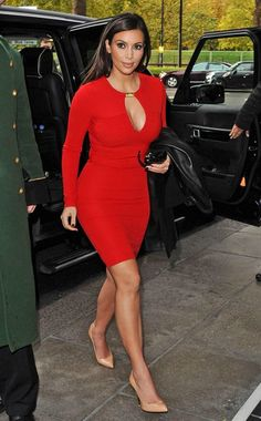 Kim Kardashian stopped traffic as she showed off her curvy body in the red Kardashian Kollection dress in London Estilo Kardashian, Kardashian Style, Kardashian Kollection, Kim Kardashian Red Dress, Celebrity Maternity Style, Celebrity Style, Celebrity Gossip, Sexy Outfits, Cool Outfits