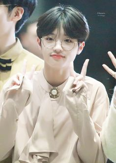 "dongpyo pics #FLAϟH on Twitter: ""[♡] 190910 © Cream -ˋˏ #손동표 #엑스원 #X1 ˎˊ˗… "" Gemini Personality, Love U Forever, Lil Boy, Korean Men, Asian Boys, Kpop Boy, Handsome Boys, K Idols, Pop Group"