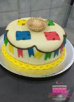 Bolo tema Festa Junina  Cobertura e modelagem em pasta de leite.  Ligue (98)996188839 e faça seu orçamento sem compromisso