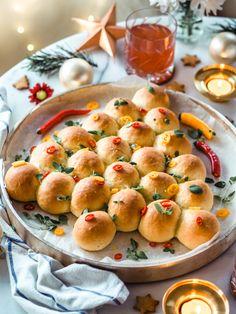 ÄIDIN MEHEVÄ SÄMPYLÄKUUSI | Annin Uunissa Most Delicious Recipe, Christmas Inspiration, Cantaloupe, Yummy Food, Apple, Baking, Fruit, Chili, Recipes