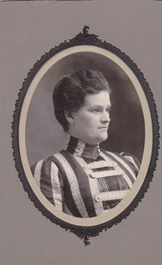 stripes-in-lace-victorian-fashion-woman