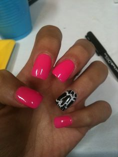 Not to crazy about the ring finger but love this shade of pink :)