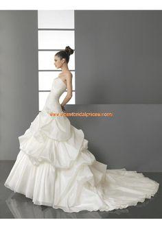Robe de mariée 2013 avec bustier drapé fleurs perlés