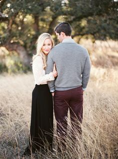 Country Engagement Photos - Tying the knot in fall is of course a hot trend these days, while having a set of fall engagement photography is also a dream that many brides-to-be have longed for. Engagement Shots, Engagement Photo Poses, Country Engagement, Engagement Photo Inspiration, Engagement Couple, Engagement Photography, Engagement Ideas, Wedding Photography, Winter Engagement