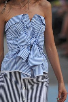 Best of Men's Shirt Refashioning Woah. What a chic way to reimagine a striped oxford shirt! // The Best of Men's Shirt Refashioning Fashion Week, Diy Fashion, Street Fashion, Ideias Fashion, Fashion Design, Paris Fashion, Fashion Spring, Fashion 2018, Fashion Outfits