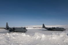 Royal Canadian Air Force  CC130 Hercules are refuelled at Resolute Bay airport, Nunavut, April 9, 2013, during Operation Nunalivut (Archive / Corporal Pierre Létourneau / DND)