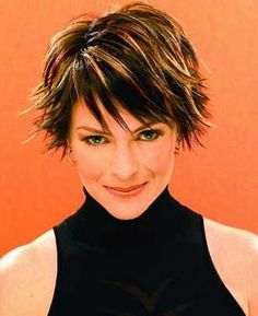 Very Short Hair Cuts For Women - Bing Images Simons Simons Simons Simons Lehenbauer This one is cute--you could even go dark! Highlights For Dark Brown Hair, Hair Highlights, Chunky Highlights, Colored Highlights, Hairstyles For Fat Faces, Cool Hairstyles, Choppy Hairstyles, Hairstyles Pictures, Razor Cut Hairstyles