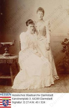Empress (Tsarina) Alexandra Feodorovna da Rússia nascido Princess Alix of Hesse and by Rhine (1872-1918) and your cousin Princess Helena Victoria (Thora) of Schleswig-Holstein em 1891.