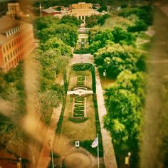 A bird's-eye (or BELL'S-eye) view of Baylor from the top of Pat Neff.