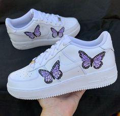 Cute Nike Shoes, Cute Nikes, Cute Sneakers, Jordan Shoes Girls, Girls Shoes, Butterfly Shoes, Purple Butterfly, Butterfly Artwork, Zapatillas Nike Force