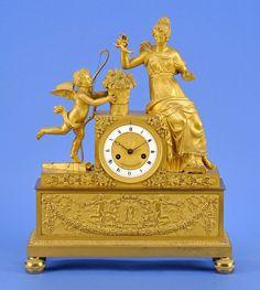 Pendule Paris, erstes Drittel 19. Jhdt. Feines, feuervergoldetes Bronzegehäuse mit Emailleziffern — Skulpturen, Möbel, Kunsthandwerk