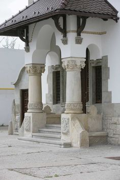 Pillar Design, Live In Style, Village Houses, Bucharest, Design Case, Log Homes, Traditional House, Rustic Style, Old Houses