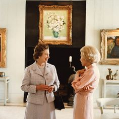 Queen Elizabeth II with Leonore Annenberg at Sunnylands