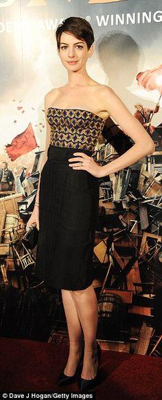 Haciendo recatada: Anne parece modesto en el vestir conservador pero elegante