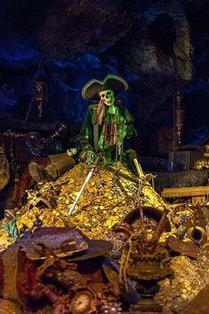 Pirates of the Caribbean ride - Disneyland Disneyland Rides, Disney Rides, Vintage Disneyland, Disneyland Resort, Disney Fun, Disney Magic, Disney Parks, Walt Disney, Disneyland History