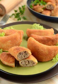 Fried dumplings with meat Fried Dumplings, Polish Recipes, Polish Food, Good Food, Yummy Food, Fett, Food Hacks, Cornbread, Dim Sum