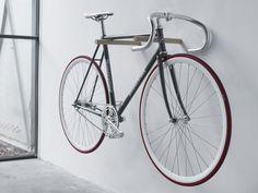 Wandschmuck der Premiumklasse: Fahrrad an die Wand hängen, fertig.