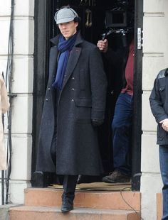 Sherlock Holmes Coat is made to enhance your personality with the touch of detective look. Have this Benedict Cumberbatch Holmes Coat in your wardrobe. Sherlock Tv Series, Sherlock Coat, Sherlock Season, Sherlock Outfit, Sherlock Quotes, Sherlock Cosplay, Sherlock Poster, Funny Sherlock, Outfits