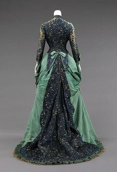 Silk Afternoon Dress -- 1875 -- House of Worth -- The Metropolitan Museum Of Art Costume Institute. House Of Worth, 1870s Fashion, Victorian Fashion, Vintage Fashion, Victorian Gown, Edwardian House, Gothic Fashion, Vintage Gowns, Vintage Mode