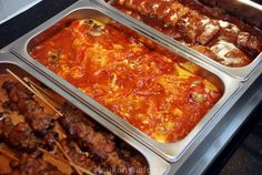 Zelfgemaakte Chinees-Indische rijsttafel Good Food, Yummy Food, Asian Recipes, Ethnic Recipes, Healthy Slow Cooker, Food Stations, Comfort Food, Indonesian Food, Good Healthy Recipes