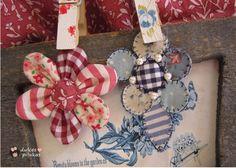 dulces pilukas: Flores de telas combinadas